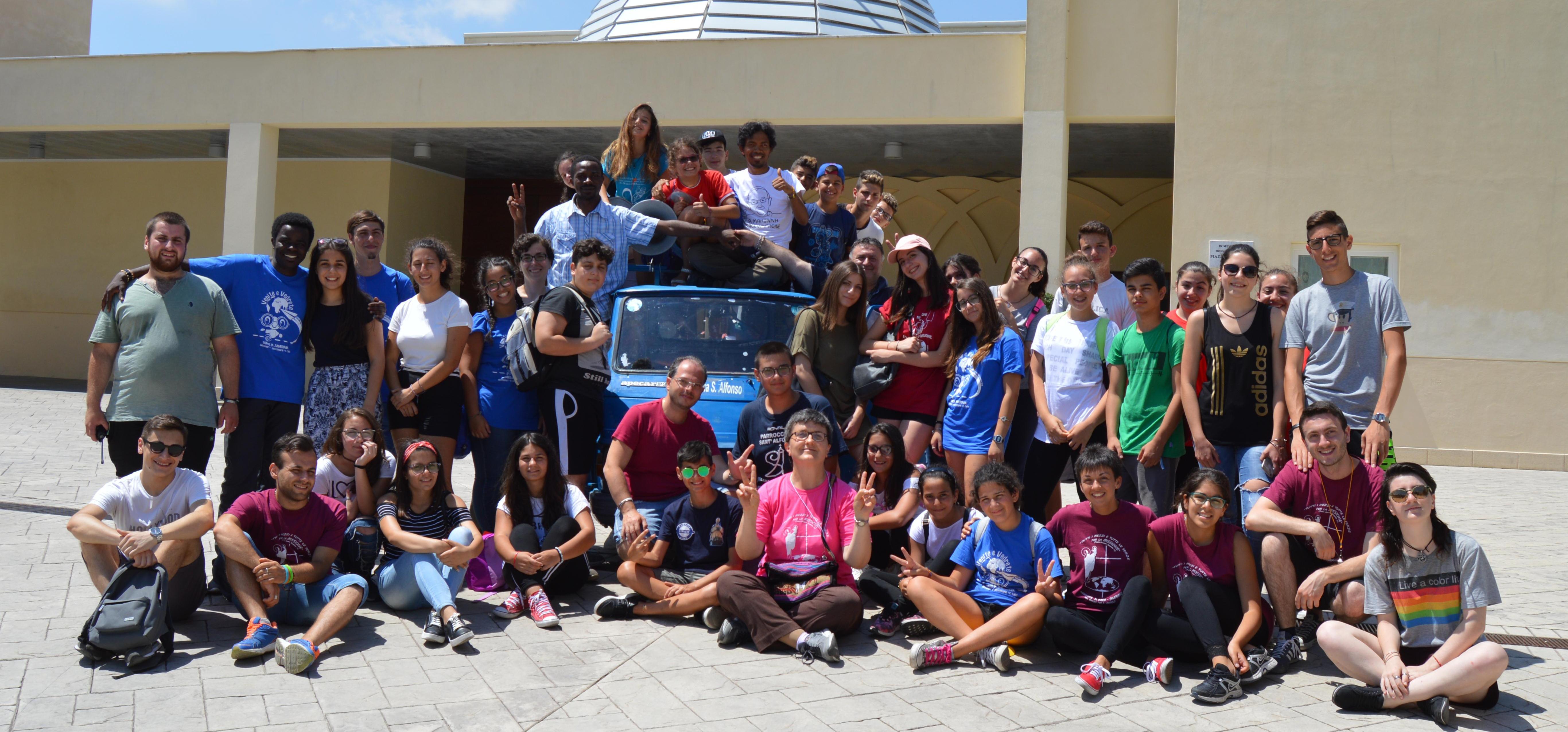 Missionarie Missionari e animatori Campo di formazione e servizio missionario per giovanissimi